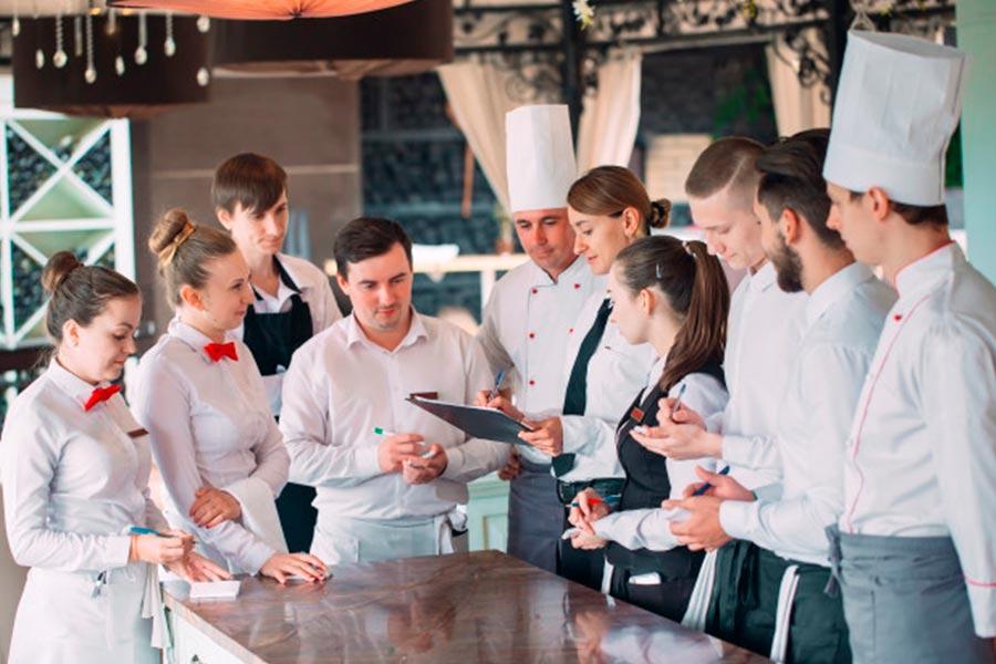 comunicacion-interna-de-equipo-en-hoteles